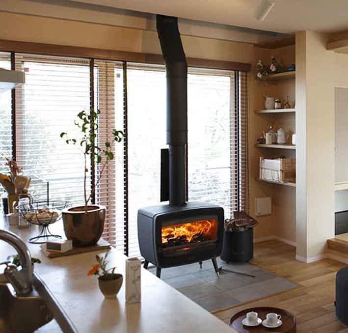 薪ストーブのある生活 | 自然とモダンに暮らす家|きなりの家